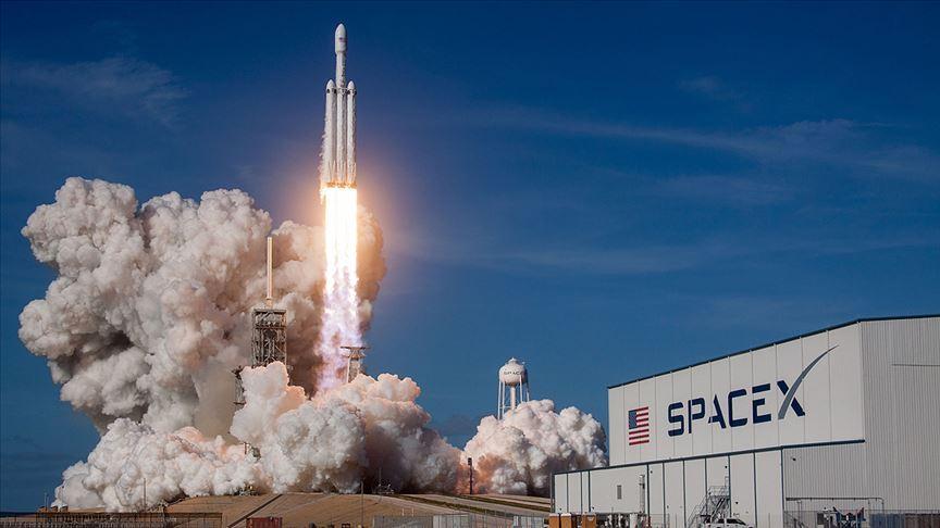 SpaceX uzaya tek seferde 143 uydu fırlattı